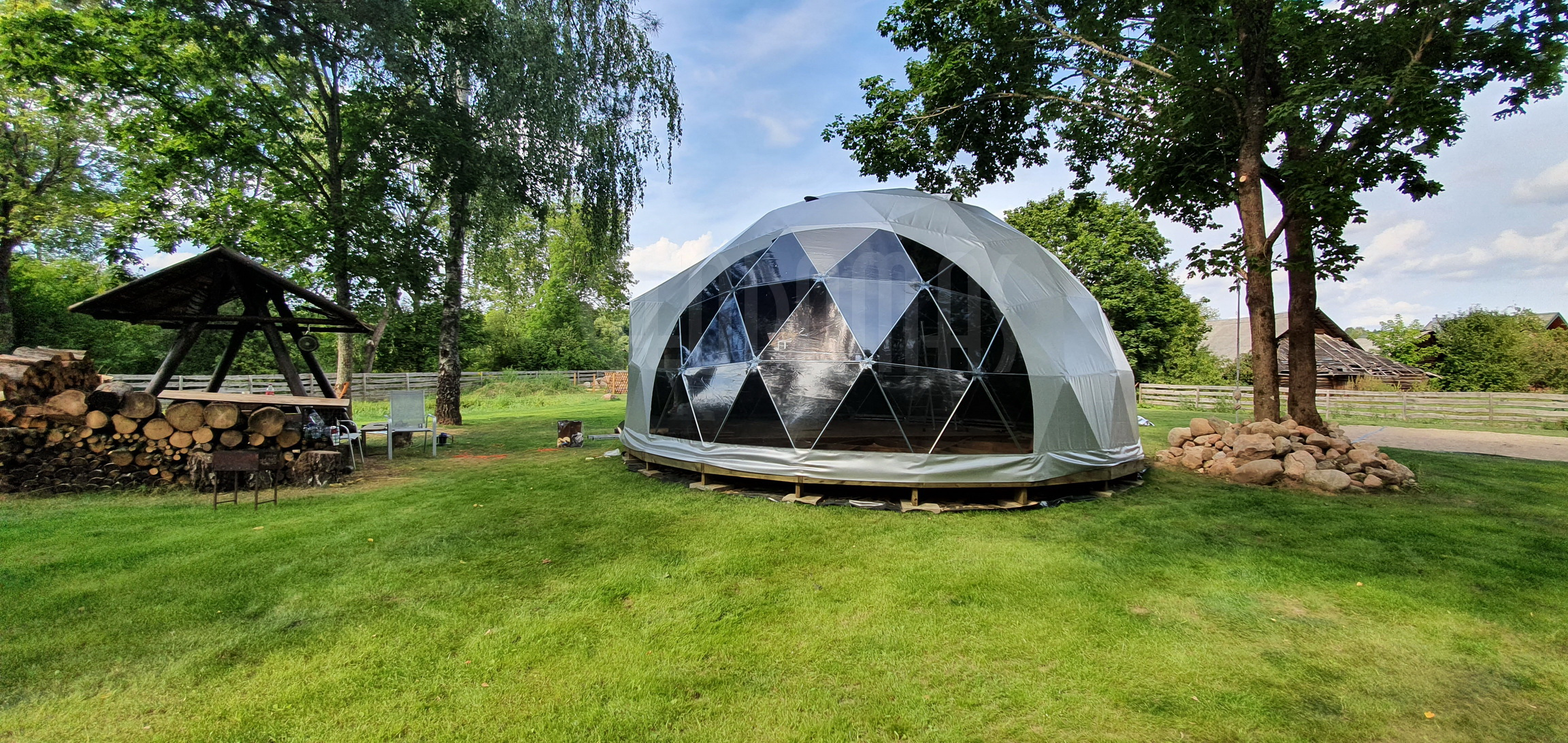50m² Glamping Dome Ø8m & TREE DOMES | Recreational area